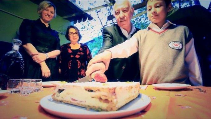 Imagen de El pastel con una fresa